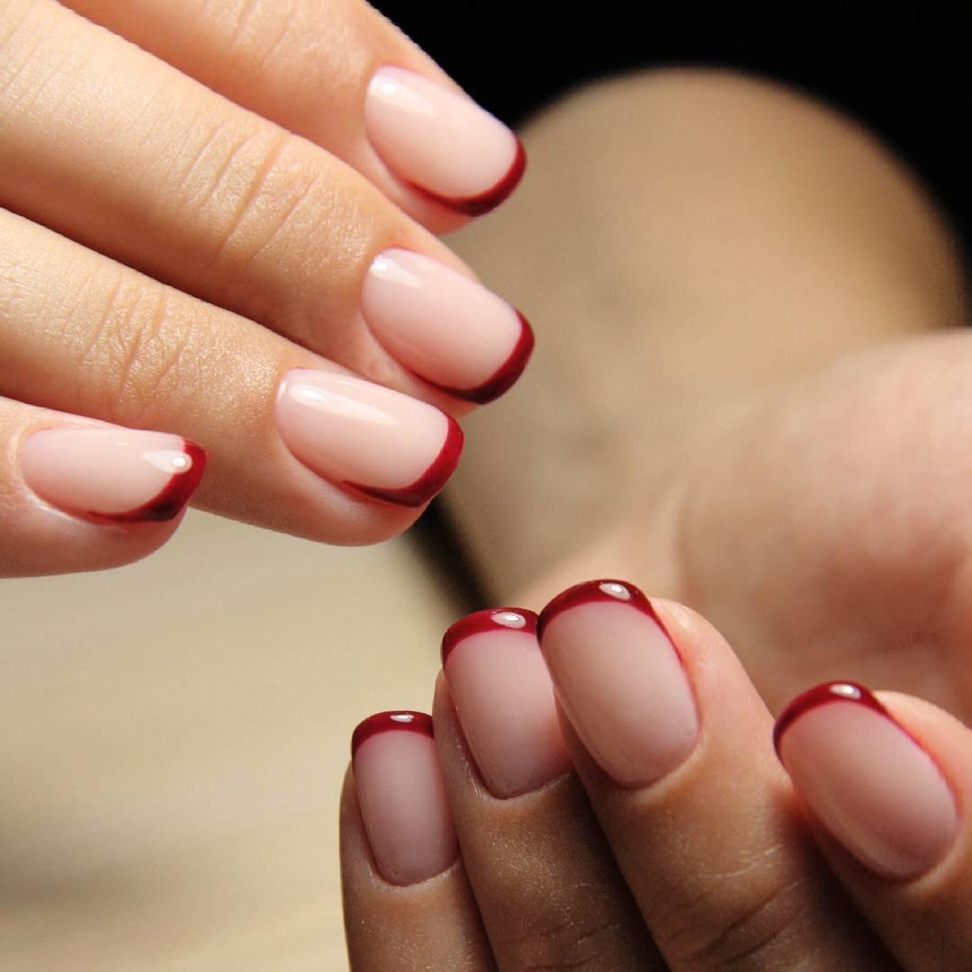 Французский маникюр на кончиках ногтях