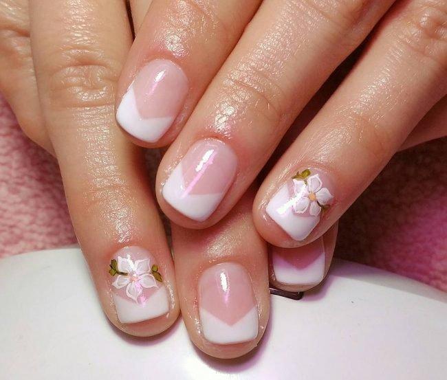 manikjur-s-risunkom-foto_-20-650x553 Очень красивый дизайн ногтей - 453 фото шикарного маникюра