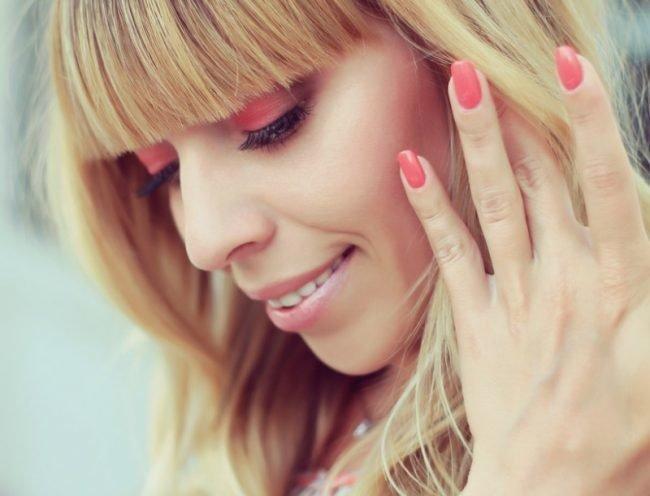 manikjur-shellak-foto_-49-650x496 Дизайн ногтей шеллак: 100 лучших фото нейл-арта в разных цветах и стилях
