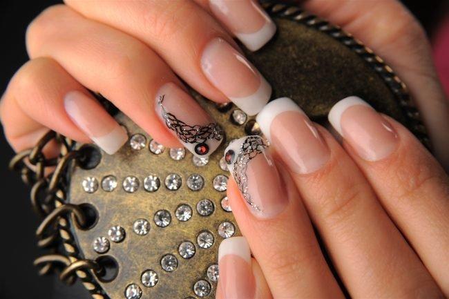 modnye-idei-manikjura-foto_-36-650x433 Модный белый маникюр 2019-2020 года, фото, идеи белого маникюра, модные тенденции