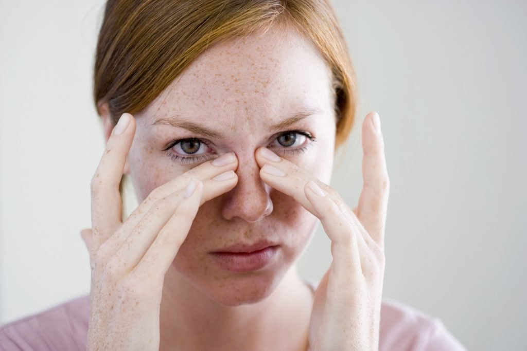 Как убрать мешки под глазами в домашних условиях