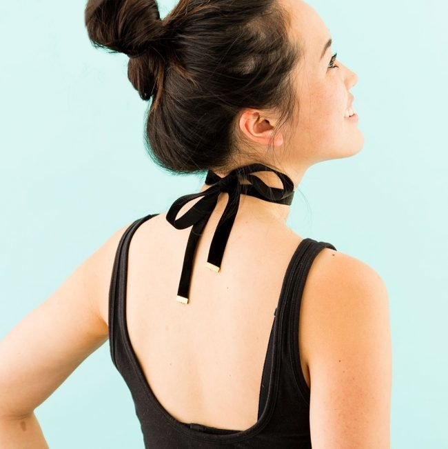 Kak-sdelat-choker-na-sheyu-svoimi-rukami-foto_51-650x651 Тату чокер своими руками на шею: схема из наушников и из лески