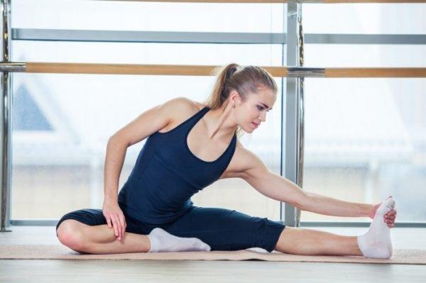 Pilates-dlya-nachinayushhix-v-domashnix-