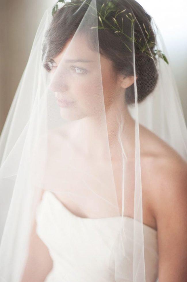pricheski-na-svadbu-na-srednie-volosy-foto_10