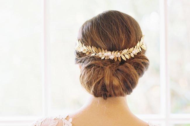 pricheski-na-svadbu-na-srednie-volosy-foto_11