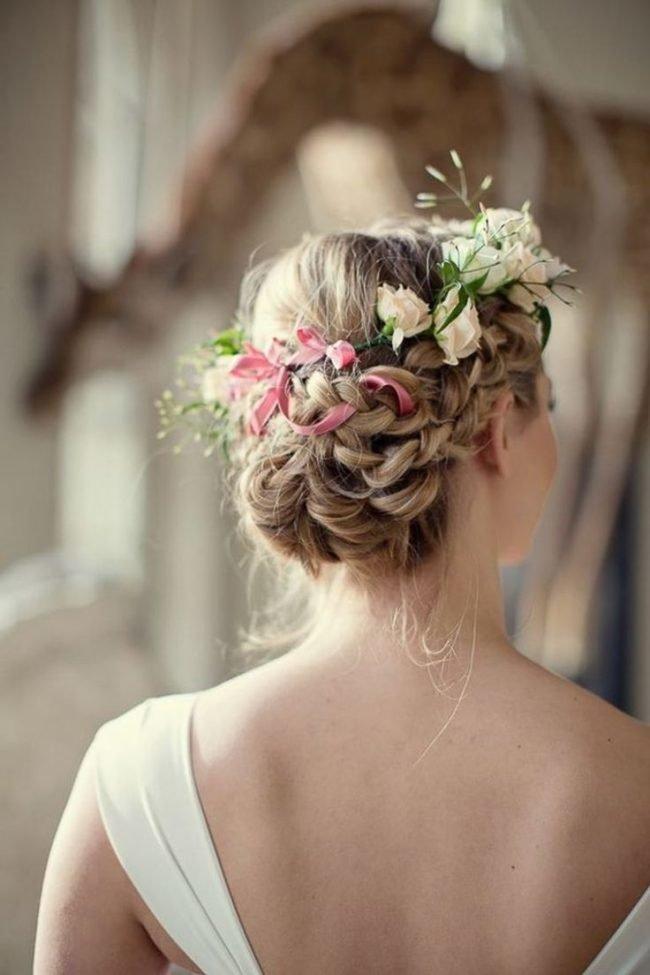 pricheski-na-svadbu-na-srednie-volosy-foto_20