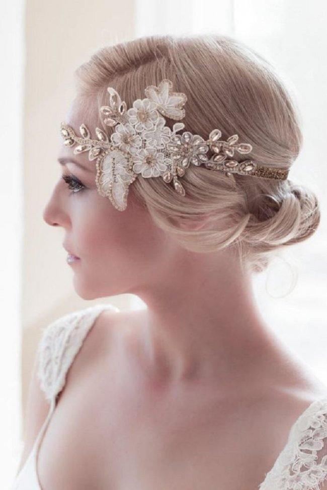 pricheski-na-svadbu-na-srednie-volosy-foto_32