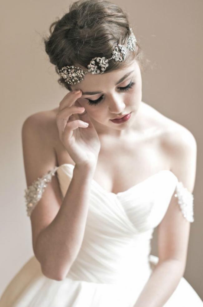 pricheski-na-svadbu-na-srednie-volosy-foto_33