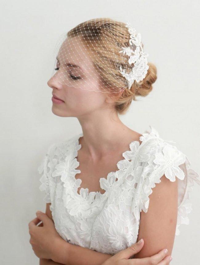 pricheski-na-svadbu-na-srednie-volosy-foto_35