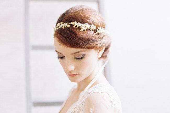 pricheski-na-svadbu-na-srednie-volosy-foto_44