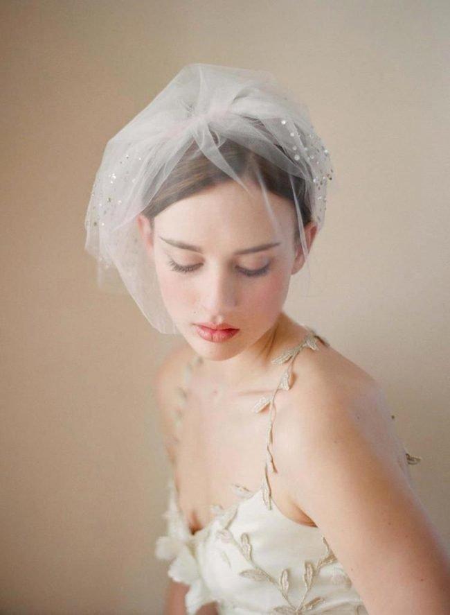 pricheski-na-svadbu-na-srednie-volosy-foto_46