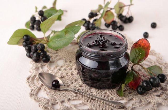 varene-iz-chernoplodnoj-ryabiny-recepty-na-zimu_01