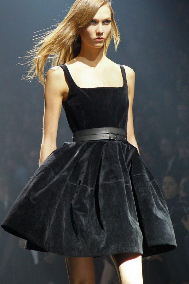 Malenkoe-chernoe-plate-foto-novinki_07-650x975 Черное коктейльное платье 2019 (56 фото)
