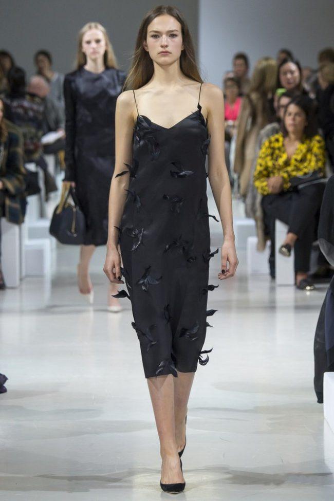 Malenkoe-chernoe-plate-foto-novinki_39-650x975 Черное коктейльное платье 2019 (56 фото)