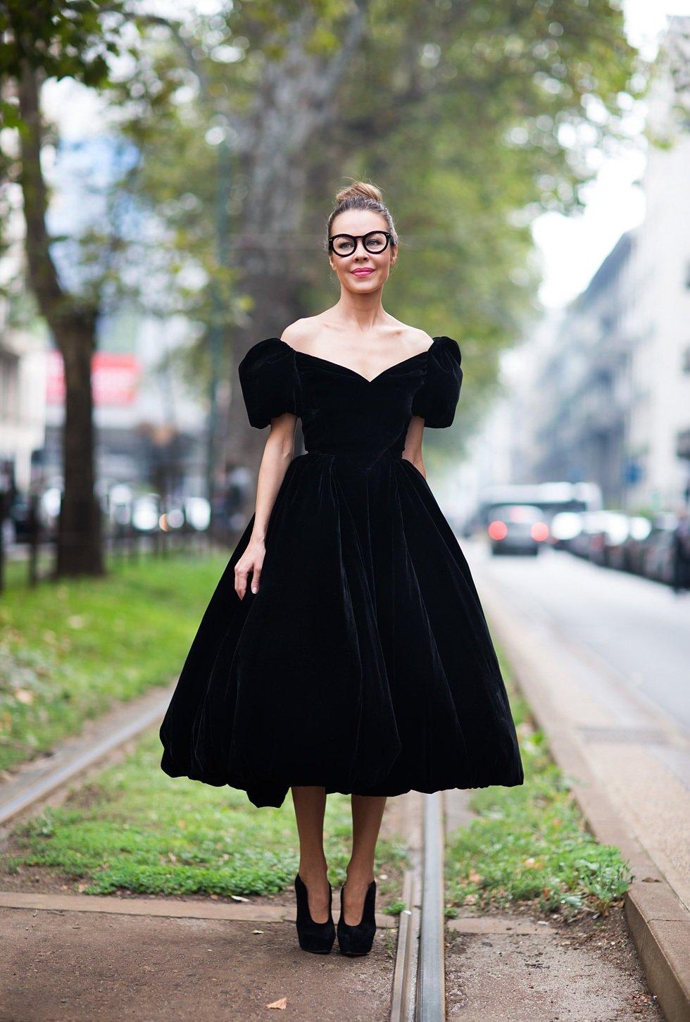 С чем носить бархатное платье