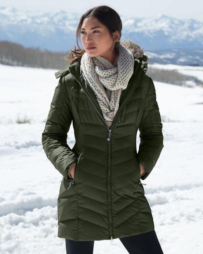 palto-zhenskie-zimnie-na-sintepone-s-kapyushonom-foto_23