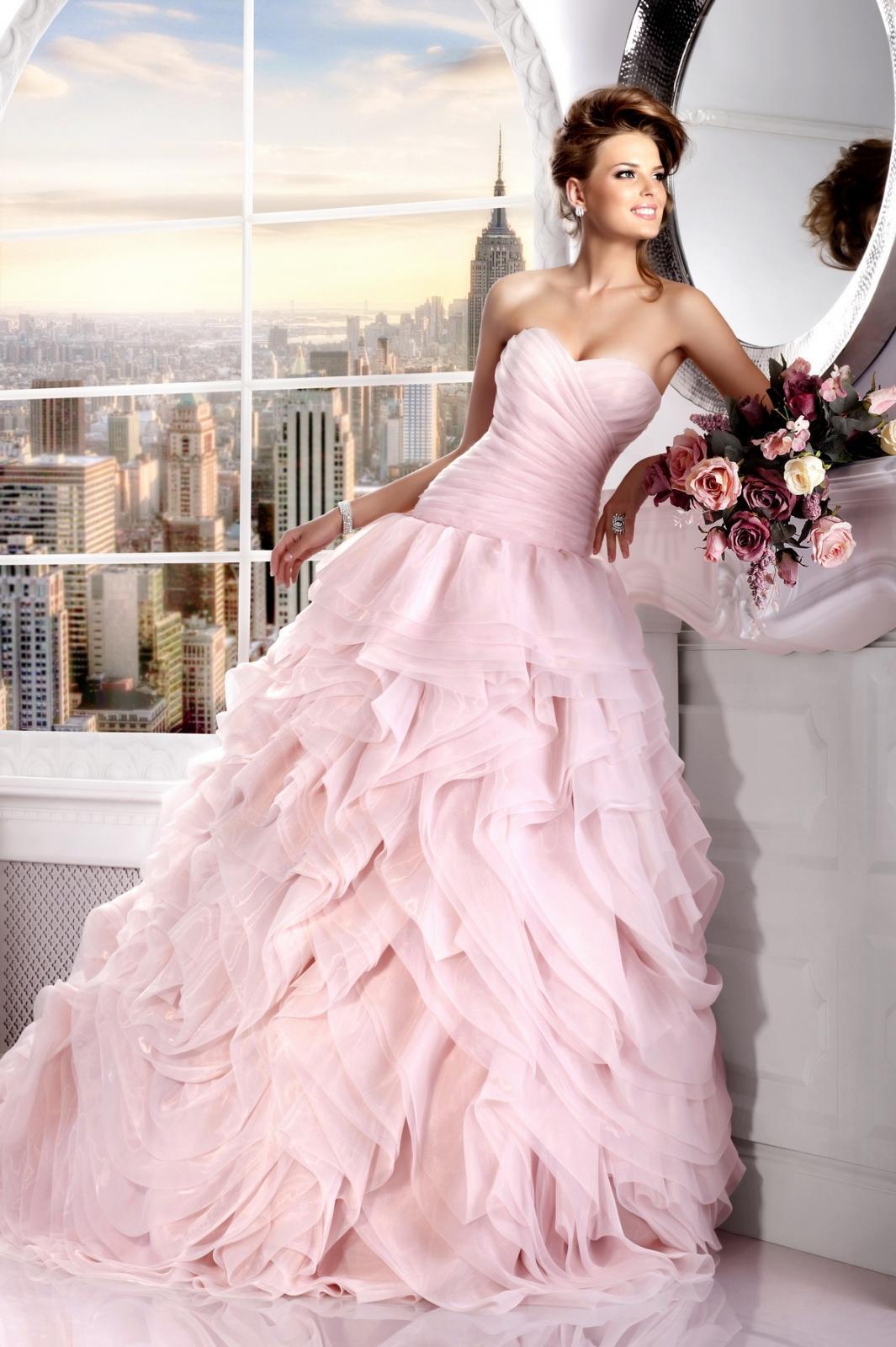 Платье с розами на юбке свадебное платье