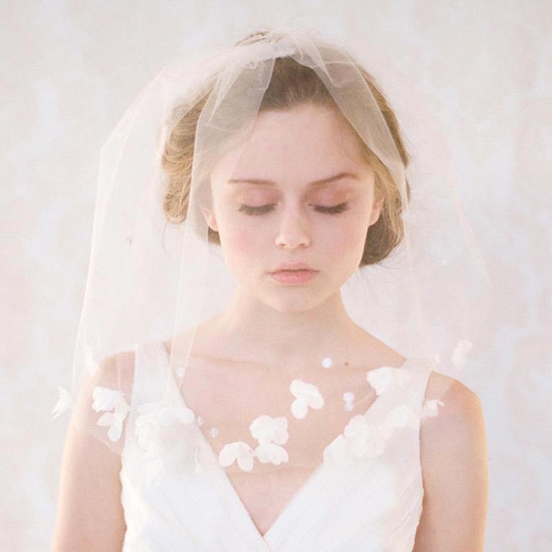 svadebnye-pricheski-na-srednie-volosy-s-fatoj-foto_12