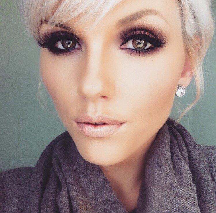 makiyazh-dlya-blondinki-s-karimi-glazami-foto_-13 Цвет волос для карих глаз. Фото оттенков волос и макияжа.