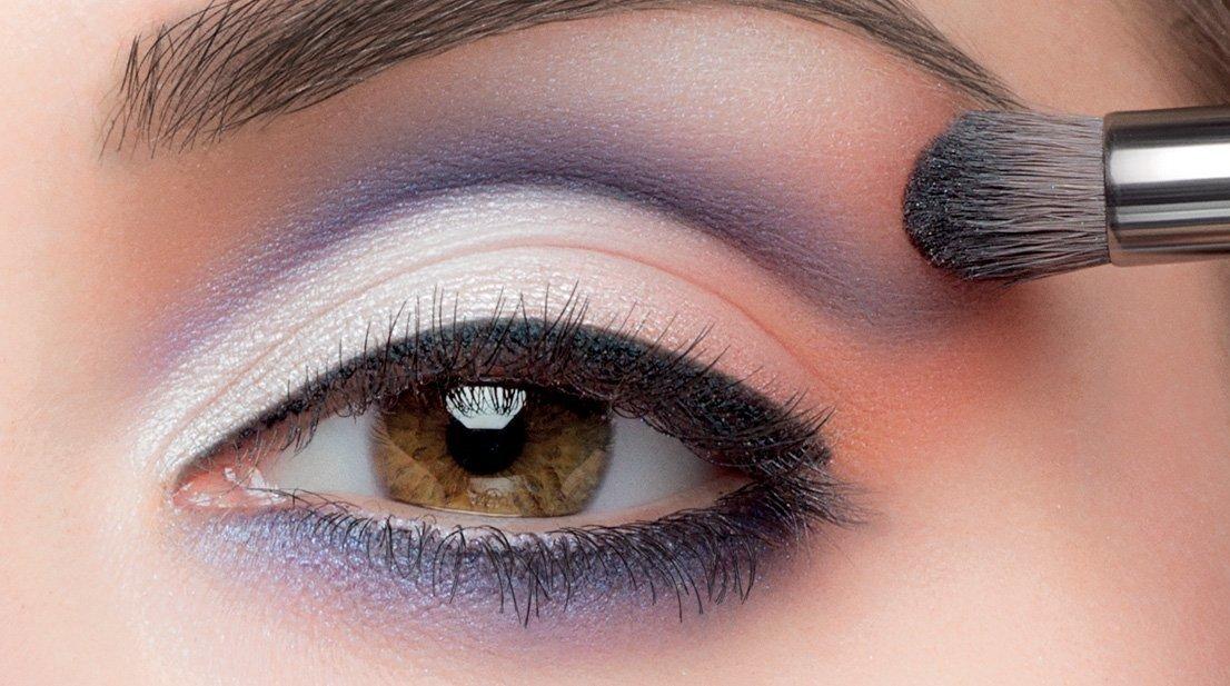 Макияж для карих глаз с черными бровями