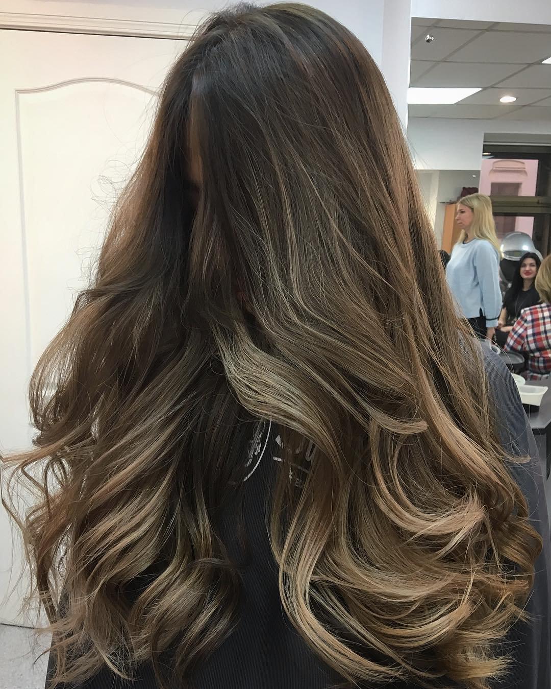 ombre-shatush-balajazh-foto_shatush-5 Шатуш на короткие волосы: окрашивание шатуш на каре с удлинением, боб каре, каре с челкой, техника окрашивания, фото и видео