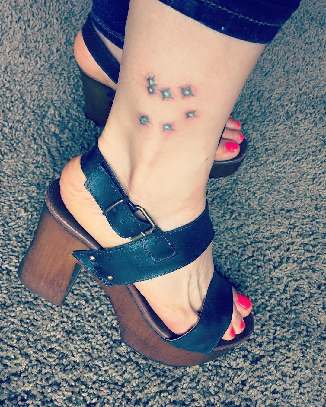 Красивые маленькие тату для девушек на ногу