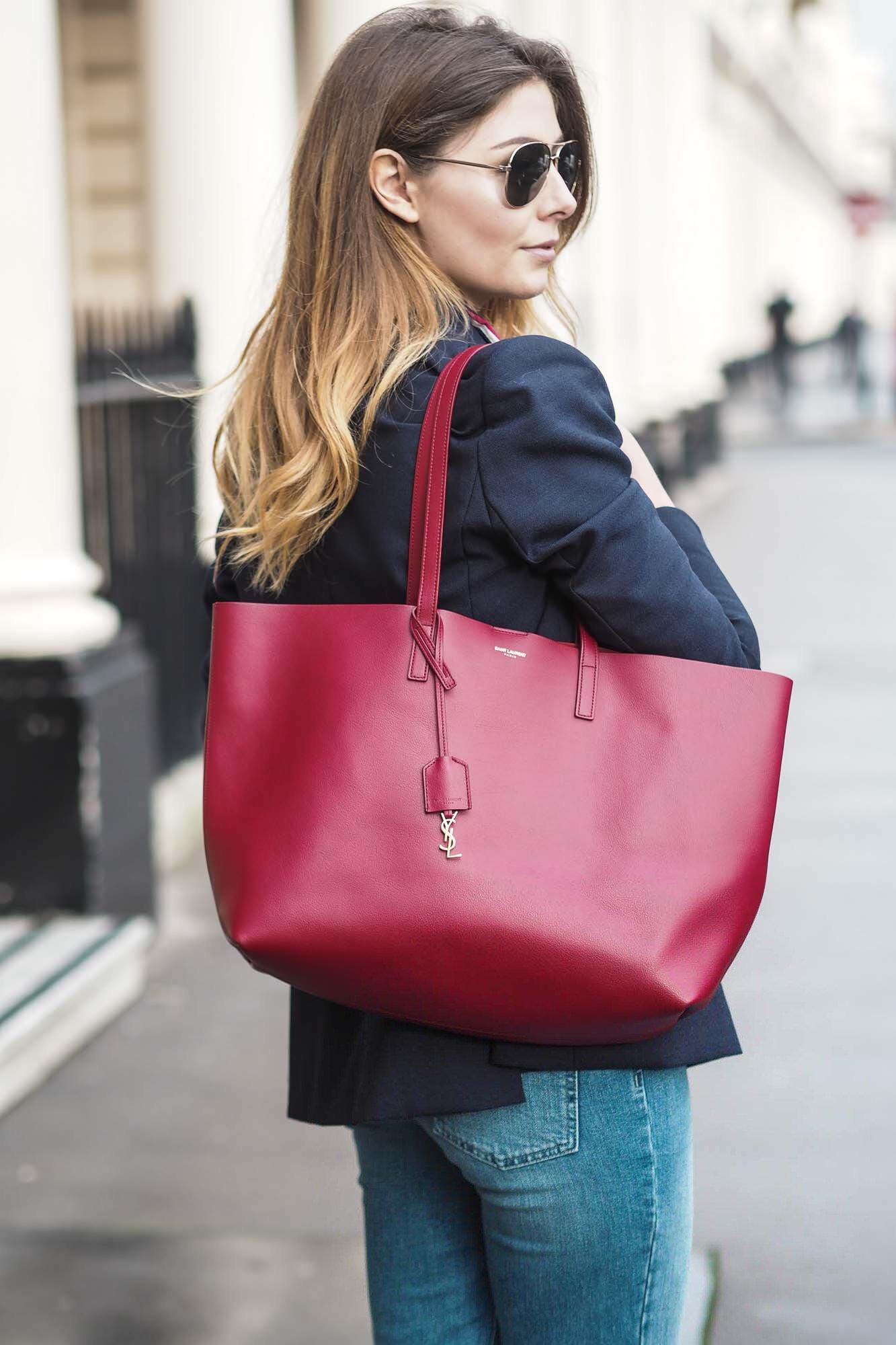 76bd102d5d2f Выбирать нужно вместительную, удобную сумку, но такого фасончика, чтобы  визуально ее размеры скрадывались ...