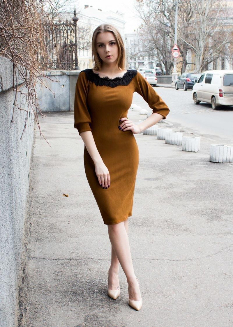korichnevoe-plate-foto-s-chem-nosit_ (54)