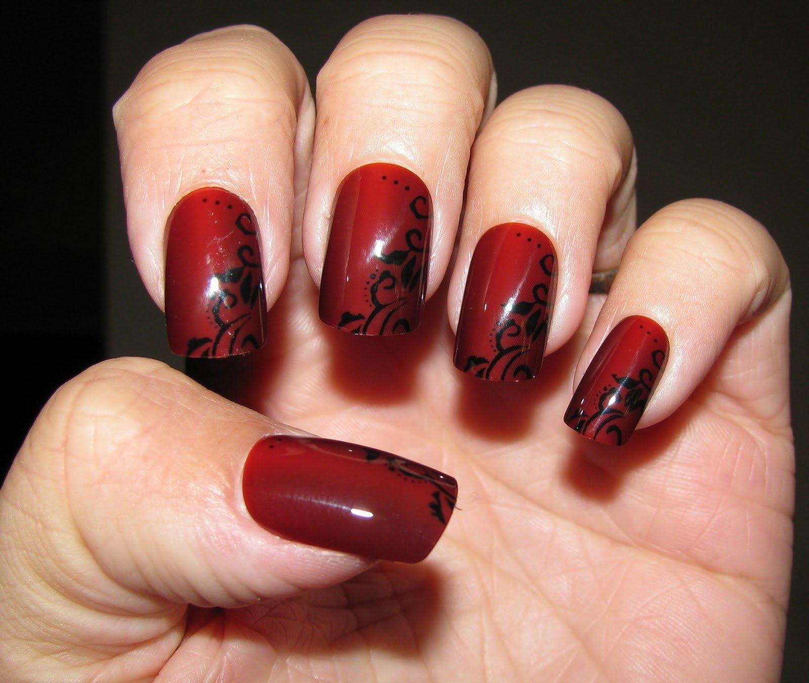 Маникюр с чёрным и красным