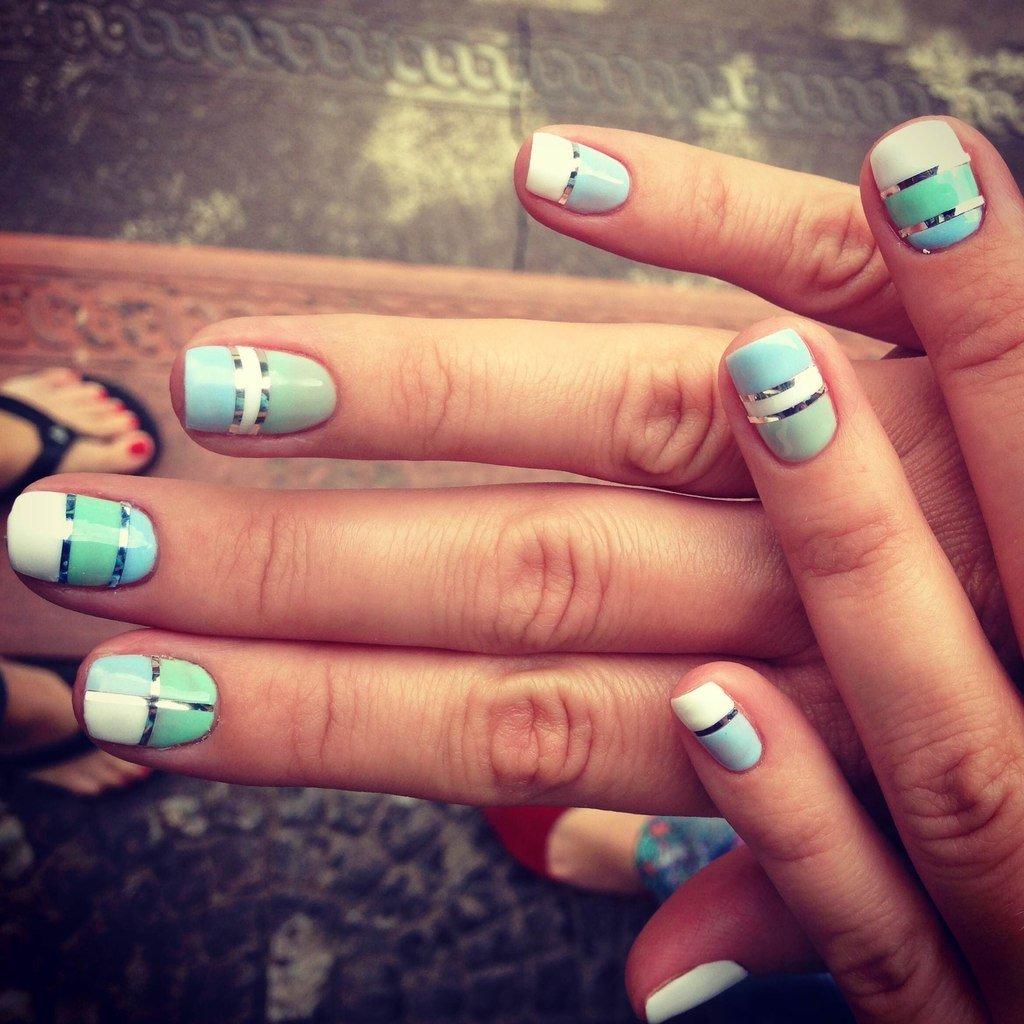 Фото дизайна ногтей с липкой лентой