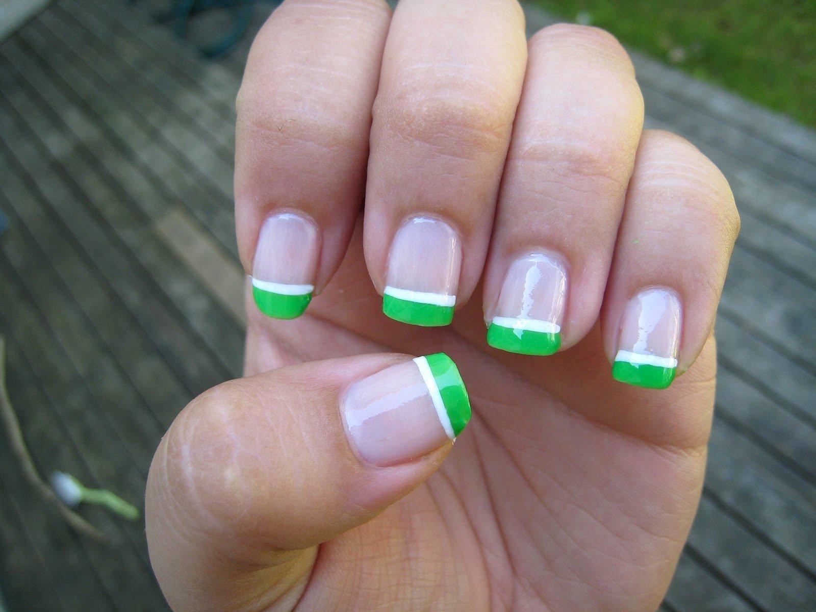 Зеленый френч на короткие ногти фото