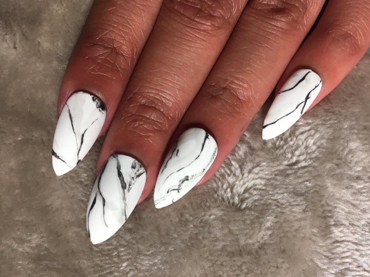mramornyj-manikyur-foto_32 Мраморный маникюр: топ-8 стильных идей дизайна для ногтей