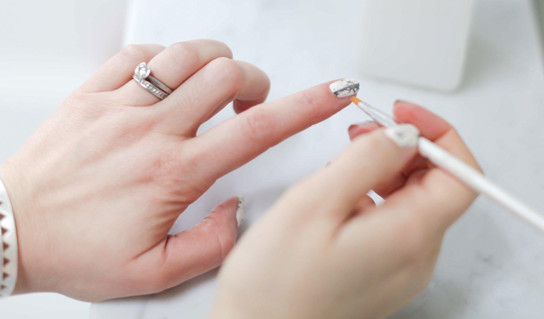 mramornyj-manikyur-foto_53 Мраморный маникюр: топ-8 стильных идей дизайна для ногтей