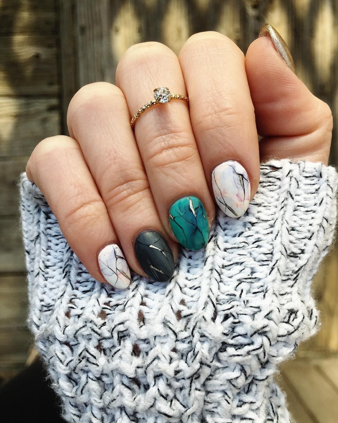 mramornyj-manikyur-foto_60 Мраморный маникюр: топ-8 стильных идей дизайна для ногтей