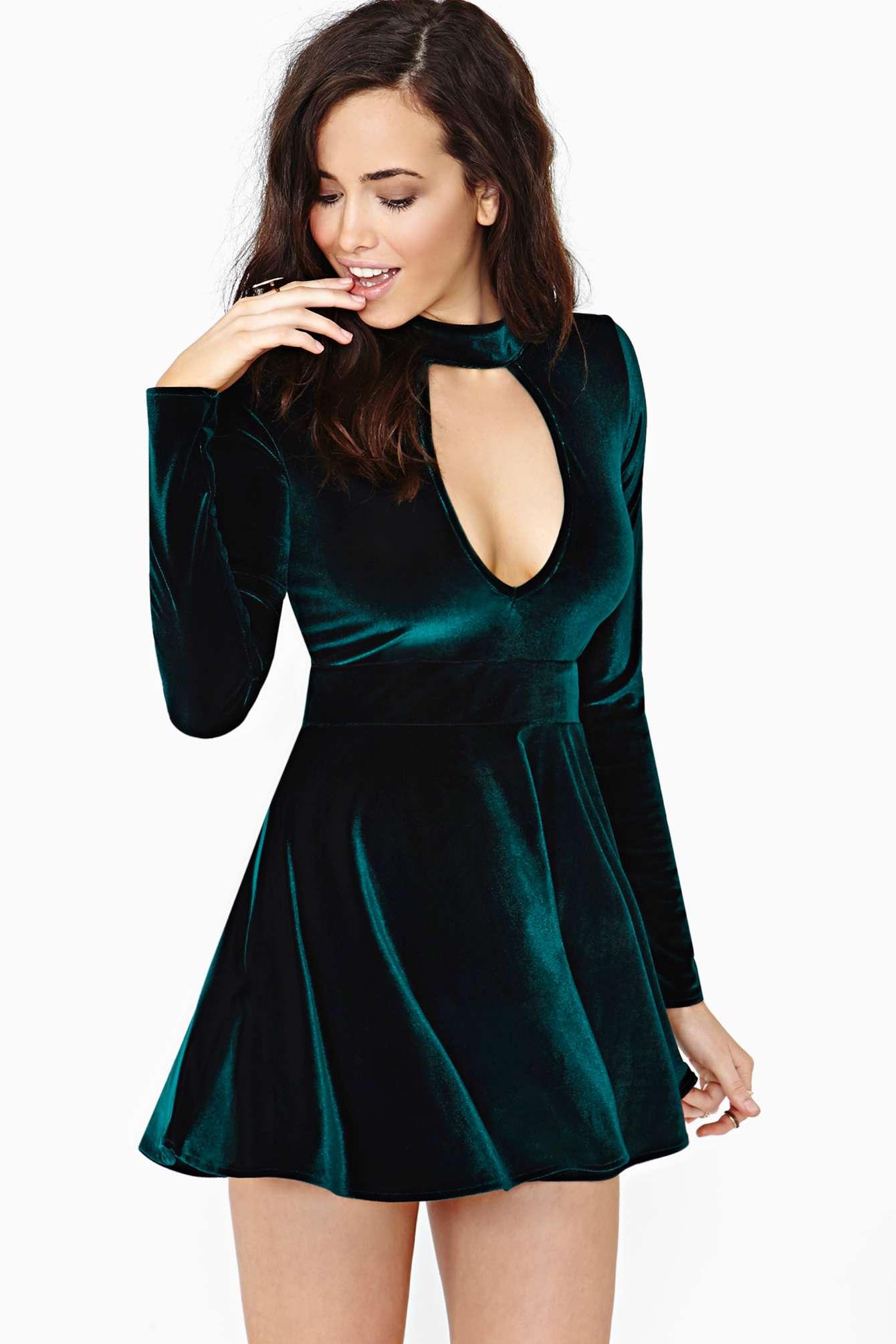 nasty-gal-green-for-love-lemons-anna-velvet-dress-emerald-product-1-13679915-1-859177075-normal Платья из бархата. Фасоны и фото: для молодежи, полных женщин, беременных, в стиле бохо, длинные, короткие, трапеция, кружева, велюр, тренды моды 2019