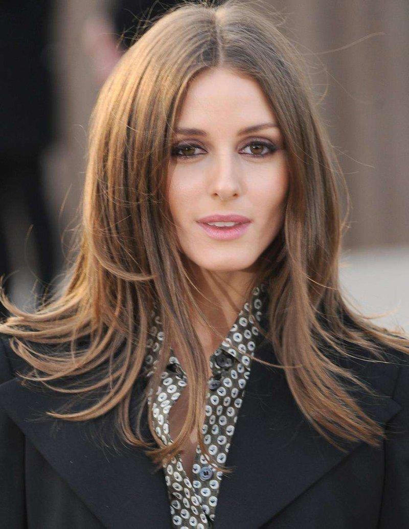 Фото стрижки на прямые волосы средней длины