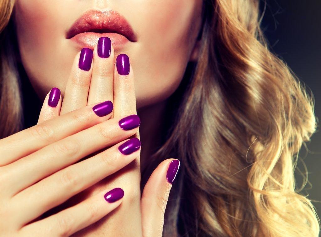 sirenevyj-manikyur-foto_6-1024x756 Фиолетовый маникюр 2019-2020, фиолетовый дизайн ногтей, маникюр фиолетового цвета