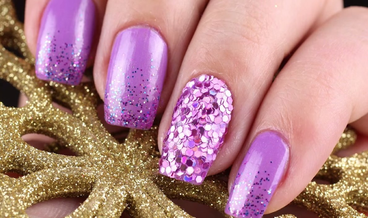 stilnyj-manikyur-so-strazami-foto_29 Маникюр со стразами 2019-2020: фото-идеи и новинки дизайна ногтей стразами
