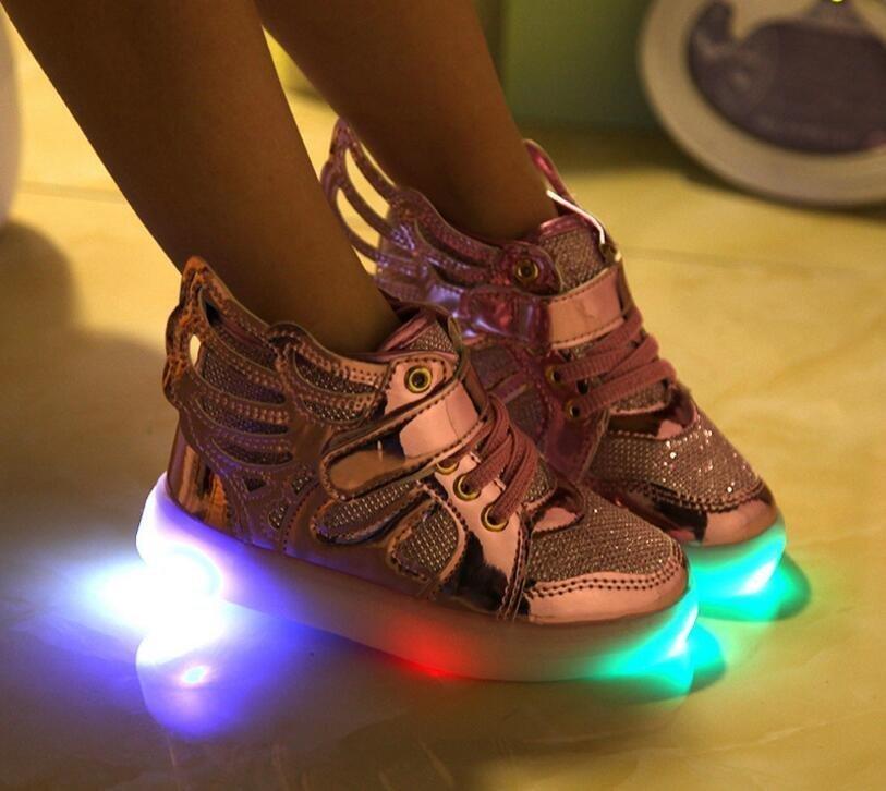 b15d3cab Светящиеся кроссовки – предмет мечтаний маленьких модниц