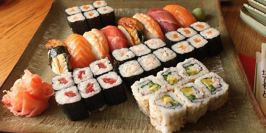 kak-est-palochkami-dlya-sushi_ (5)