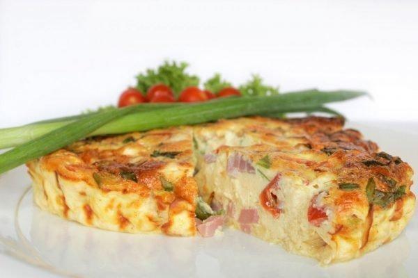 kak-prigotovit-omlet-na-skovorode-s-molokom_ (3)