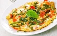 kak-prigotovit-omlet-na-skovorode-s-molokom_ (7)