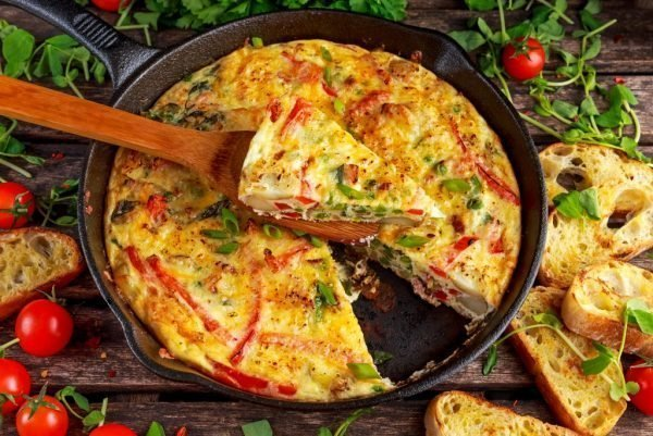 kak-prigotovit-omlet-na-skovorode-s-molokom_ (9)