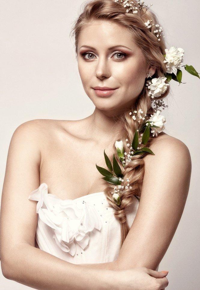 свадебные прически с вплетен