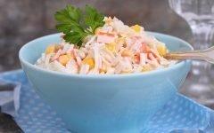 salat-s-krabovymi-palochkami-pomidorami-i-syrom_ (5)