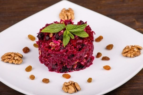 salat-svekla-s-greckimi-orexami-i-chesnokom_ (5)