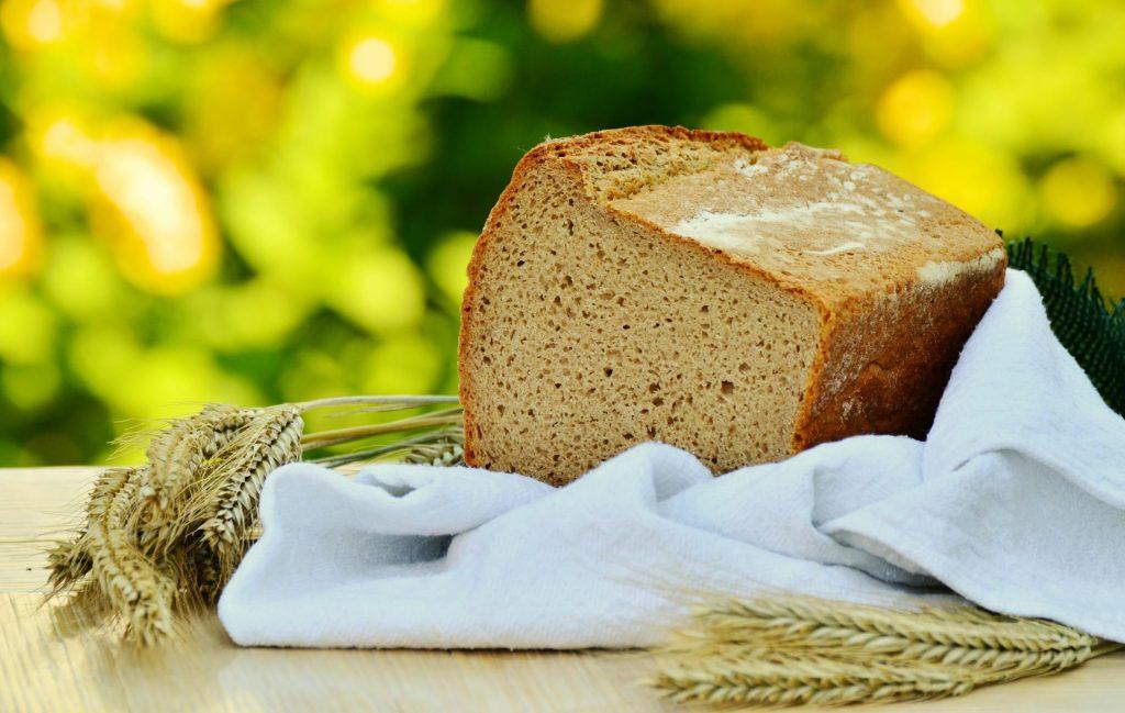 Традиционный темный хлеб