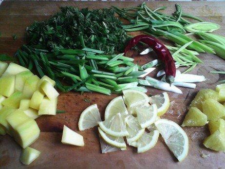 Смесь пряной зелени, лимон, имбирь, красный перец