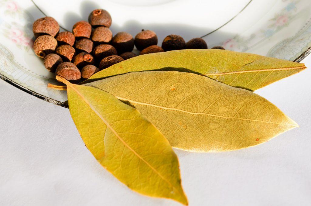 Перец горошком и лавровый лист