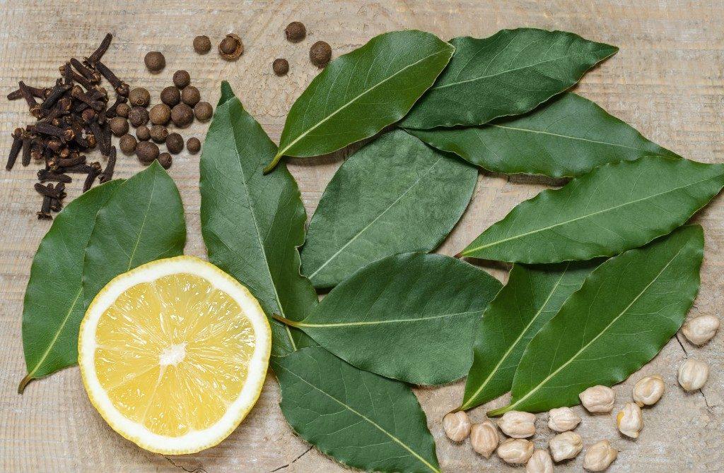 Лавровый лист, лимон, гвоздика, перец горошком